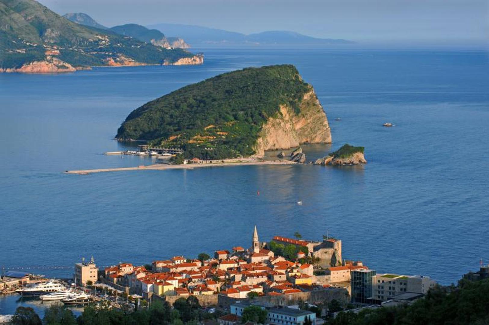 turisti-crna gora.jpeg